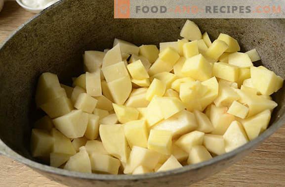 Pommes de terre aux champignons au four avec de la crème sure - un plat aromatique et nutritif. Recette pas à pas de la photo de l'auteur: pommes de terre au four aux champignons
