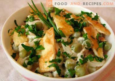 Salade d'omelette - une sélection des meilleures recettes. Comment bien et savoureux salade cuite avec des œufs brouillés.