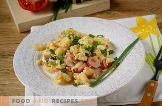 Pâtes aux œufs, saucisses et champignons: une solution rapide au problème du petit-déjeuner ou du dîner. Recette de photo: cuire les pâtes avec les champignons et les saucisses étape par étape