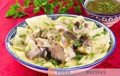 Beshbarmak: Recettes pas à pas pour un plat oriental copieux. Cuisson du mouton, du poulet et du bœuf beshbarmak dans des recettes étape par étape