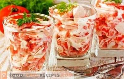 Salade avec des bâtonnets de crabe, des tomates et du fromage - un goût fabuleux! Recettes de différentes salades avec des bâtonnets de crabe, des tomates et du fromage