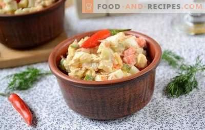 Salade au thon et à la carotte: pour des vacances et pour tous les jours. Photo-recette pas à pas de l'auteur pour une salade simple avec du thon en conserve