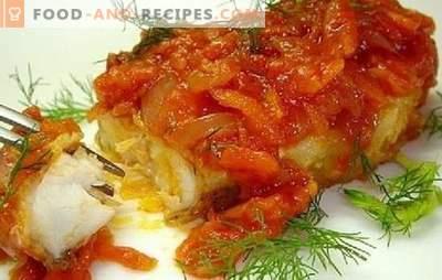 Poisson à la tomate: sous «manteau de fourrure» de légume, crème sure, fromage. Recettes savoureuses et simples de poisson blanc et rouge aux tomates
