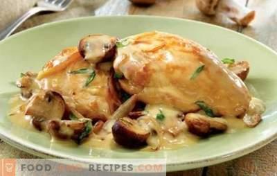 Le poulet tendre en sauce à la crème est délicieux! Recettes de poulet simples et éprouvées dans une sauce à la crème sure avec champignons, ail, pruneaux