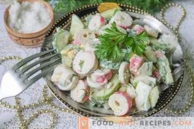 Salades aux bâtonnets de crabe et concombre