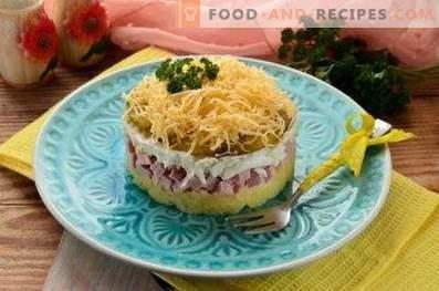 Salades au jambon et au fromage