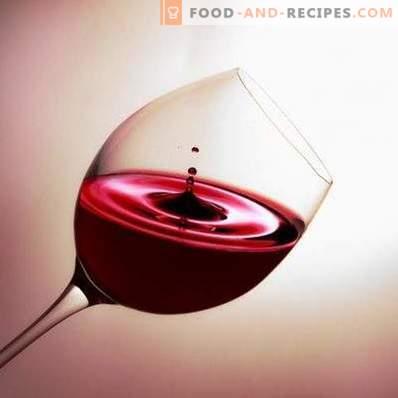 Avec quoi ils boivent du vin rouge semi-sucré
