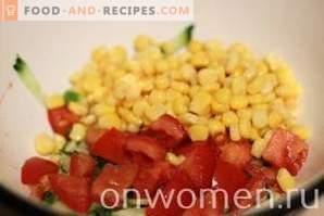Salade de bâtonnets de crabe, tomates et maïs