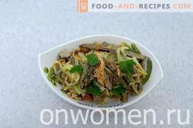 Salade au foie de boeuf et concombres marinés