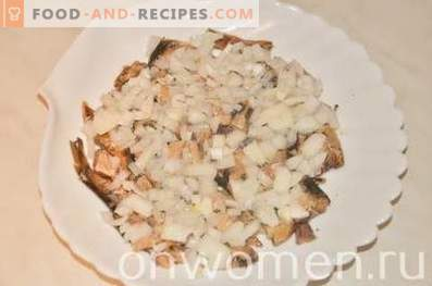 Salade en couches avec des sprats et du fromage