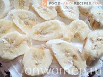 Gâteau à la banane à la crème fouettée