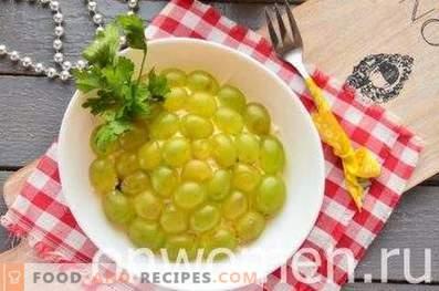 Salade au poulet, pruneaux et raisins