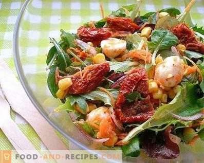 Salades à la tomate séchée