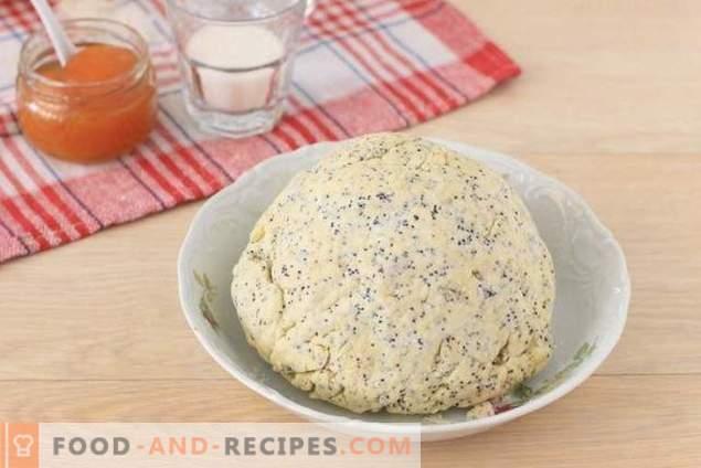 Biscuits au fromage cottage avec œufs de Pâques et confiture d'abricot