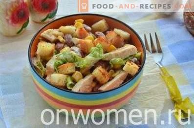 Salade de haricots, craquelins, maïs et poulet