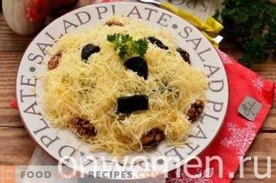 Salades au poulet, pruneaux et noix