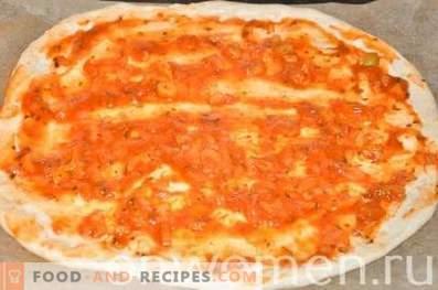 Pizza au poulet et maïs sur pâte à levure