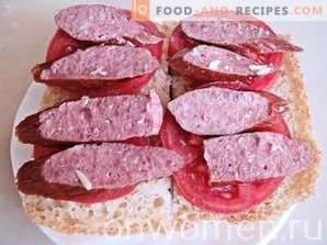Sandwichs chauds avec tomates et saucisses de chasse