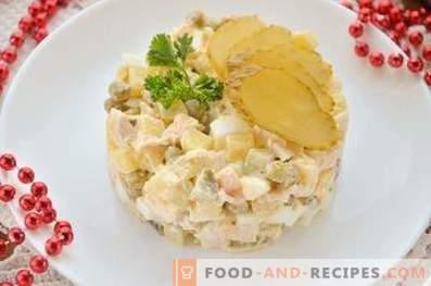 Salade au poulet, oeufs et légumes