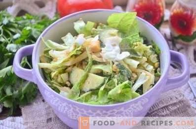 Salade verte à l'œuf et au concombre