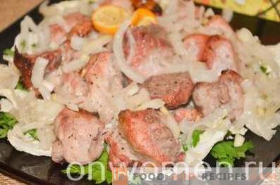 Brochette de porc au four pendant deux heures