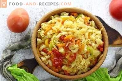 Pâtes aux légumes dans une casserole