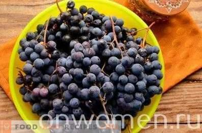 Compote de raisin bleu pour l'hiver