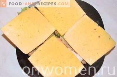 Sandwich au poulet, fromage et légumes