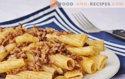 En quoi les pâtes navales sont-elles différentes des pâtes simples à la viande?