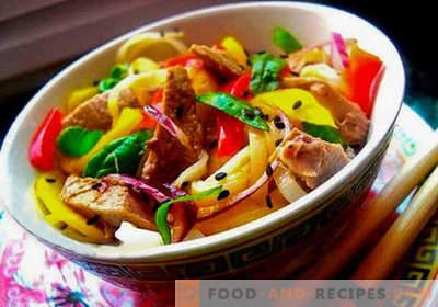 Salade thaïlandaise - cinq meilleures recettes. Comment bien et savoureux salade thaïlandaise à cuisiner.