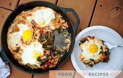 Œufs au plat avec du fromage - un début de journée merveilleux! Recettes pour œufs frits avec du fromage au petit déjeuner et pas seulement