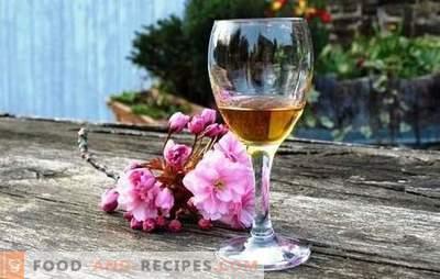 Recette de Calvados pour les pommes à la maison selon la recette classique avec des copeaux de chêne. Calvados de pommes à la maison sur vodka ou moonshine