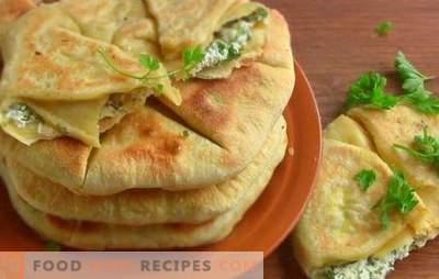 Scones avec des oignons - ils sont inhabituels! Recettes de différentes tortillas aux oignons et aux oignons verts dans une plaque chauffante et au four