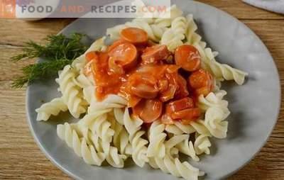 Sauce à la saucisse à la pâte de tomate: délicieux