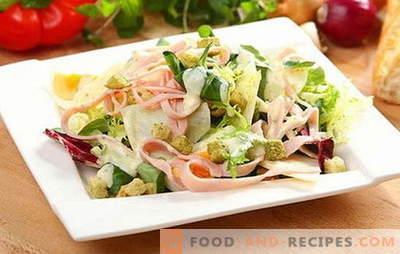 Salade au jambon et au fromage - apéritif, plat d'accompagnement ou un plat à part? Règles pour préparer, remplir et servir les salades avec jambon et fromage