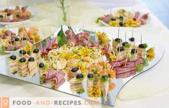 Snacks on the buffet table: fish, meat, cheese, mushroom, berry. Options appetizers on the buffet table and the rules of their filing