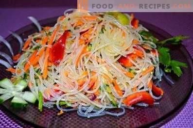 Salades au poulet et au funchoz