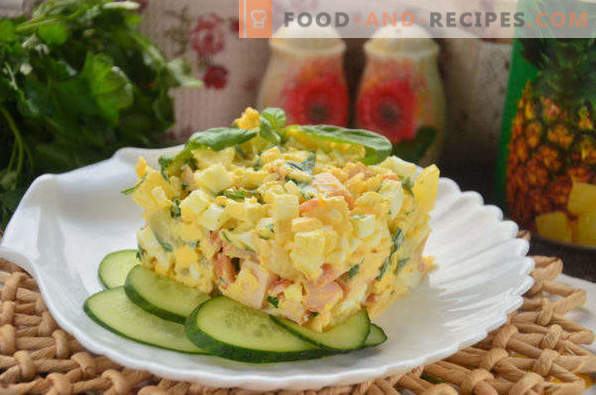 Salade au poulet fumé, ananas, fromage, oeuf