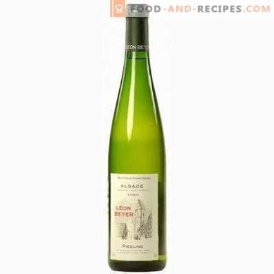 Avec quoi ils boivent du vin blanc semi-sucré